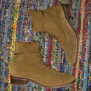 STEVE MADDEN Roosy Lace Up Tan Suede Ankle Boots